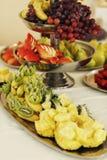 Smakelijke en heerlijke gezonde fruittafeldruiven, appelen en rood s Royalty-vrije Stock Afbeelding