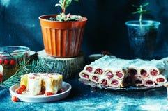 Smakelijke gebakken die appelen met rozijn en noten worden gevuld Gebakken appl Royalty-vrije Stock Fotografie