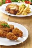 Smakelijke gebraden kippenkebab stock foto's