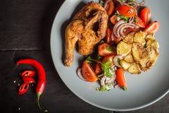 Smakelijke geroosterde kip schotel Royalty-vrije Stock Fotografie