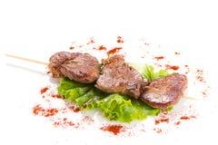 Smakelijke geroosterde vlees en groenten op vleespennen Stock Fotografie