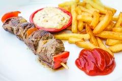 Smakelijke geroosterde vlees en groentenvleespennen royalty-vrije stock fotografie