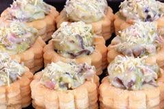 Smakelijke gevulde gebakjegevallen of volume-Au-openingen Stock Foto's