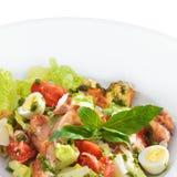 Smakelijke gezonde Caesar-salade met zoet basilicum Royalty-vrije Stock Foto's