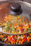 Smakelijke groenten in pan Royalty-vrije Stock Fotografie
