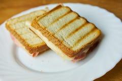 Smakelijke ham en kaastoost royalty-vrije stock foto's