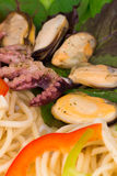 Smakelijke Italiaanse deegwaren met zeevruchten Stock Fotografie