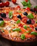 Smakelijke Italiaanse pizza Royalty-vrije Stock Afbeelding