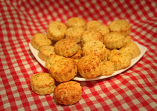 Smakelijke kaasscones Royalty-vrije Stock Afbeeldingen