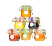 Smakelijke kruiken geïsoleerde jam en honing Royalty-vrije Stock Foto