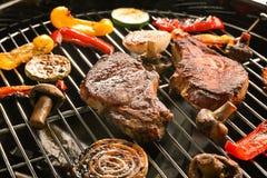 Smakelijke lapjes vlees en groenten Stock Foto