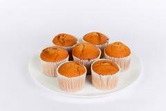 Smakelijke muffins op een plaat Stock Afbeelding