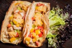Smakelijke plantaardige Taco in restaurant Stock Foto's