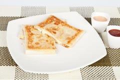 Smakelijke quesadilla met ham Stock Foto's