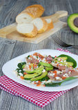 Salade met jamon en avocado Royalty-vrije Stock Fotografie