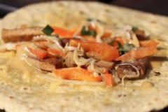 Smakelijke tortilla met groenten stock foto's
