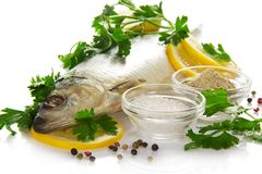 Smakelijke zoute vissen met het kruiden Royalty-vrije Stock Fotografie