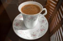 Smaken av jordkaffe Fotografering för Bildbyråer