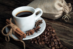 Smakkopp kaffe med grillade korn Arkivbilder