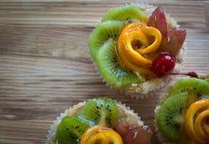 Smaklig bakelse med frukter. FruktTarts. Arkivfoto