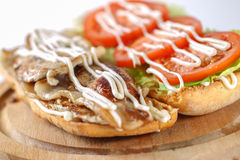 Smaklig BLT-smörgås i en ciabatta Arkivfoto