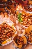 Smaklig färgrik och läcker italiensk buffé i restaurang Arkivbild