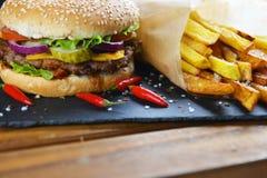 smaklig hamburgare royaltyfri bild