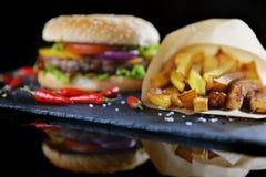smaklig hamburgare arkivbilder