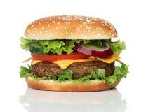 Smaklig hamburgare som isoleras på vit Arkivbilder