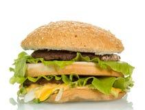 Smaklig hamburgaresmörgås Arkivfoto