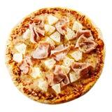 Smaklig hawaiansk pizza med skinka och ananas Royaltyfri Fotografi