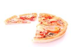 smaklig isolerad pizza Arkivfoton