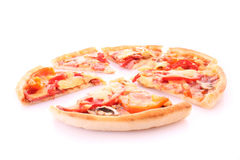 smaklig isolerad pizza Arkivbild