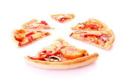 smaklig isolerad pizza Royaltyfri Foto