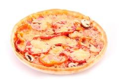 smaklig isolerad pizza Royaltyfria Bilder