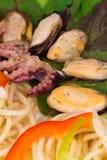 Smaklig italiensk pasta med skaldjur Arkivbild