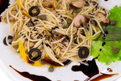 Smaklig italiensk pasta med skaldjur Arkivbilder