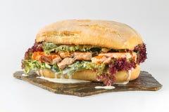 Smaklig laxbiffsmörgås i en ciabatta Royaltyfria Foton