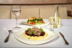 Smaklig maträtt med champinjoner i en restaurang Royaltyfri Foto