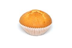 Smaklig muffin på vit bakgrund Arkivfoton
