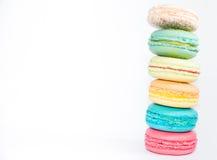 Smaklig och blandad färgrik franska Macarons Arkivfoto