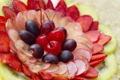 Smaklig och färgglad fruktsallad Arkivfoto