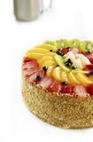 Smaklig och härlig dekorerad kaka med frukter Arkivfoto