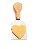 Smaklig ost och kniv som isoleras på vit Royaltyfria Bilder