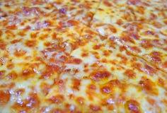 Smaklig ostliknande pizzatextur royaltyfria bilder