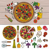 Smaklig pizza på trätabellen Royaltyfria Bilder
