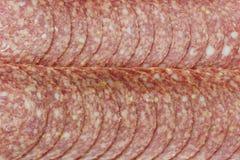 Smaklig salami skivar tätt upp Arkivfoton