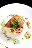 Smaklig sund fiskfilé med potatispuré Arkivbild