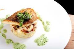 Smaklig sund fiskfilé med potatispuré Royaltyfria Foton