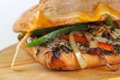 Smaklig vegetarisk smörgås i en ciabatta Royaltyfri Bild